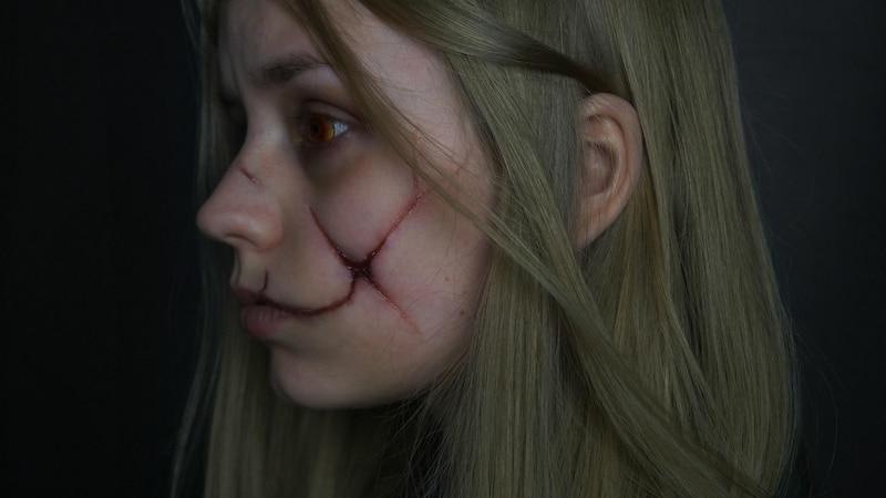 Halloween: Wunden schminken - so geht's ganz einfach