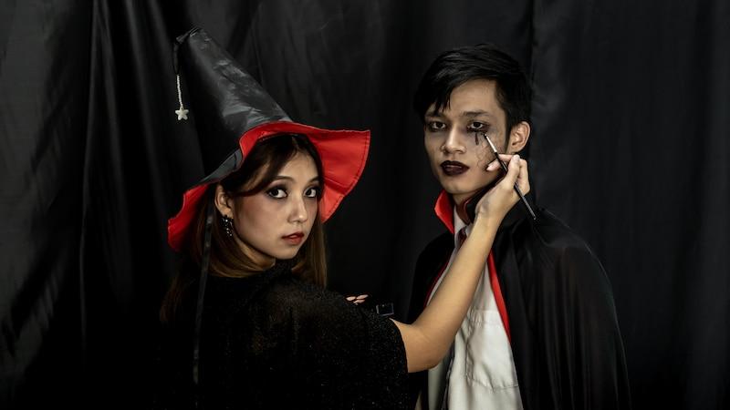 Ein Vampirkostüm geht immer.