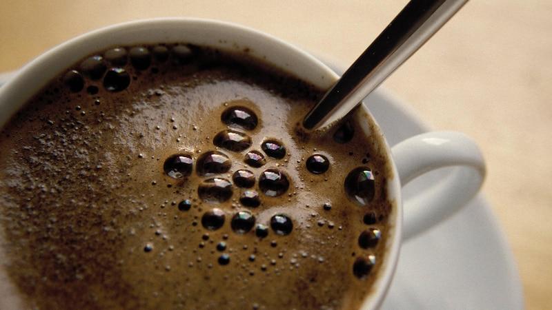 Kaffee mit Milch: So viele Kalorien erwarten Sie