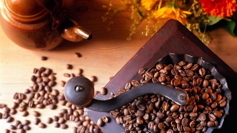 Leiden Sie unter Durchfall nach dem Kaffee trinken, greifen Sie zu ganzen Bohnen und mahlen den Kaffee selbst.