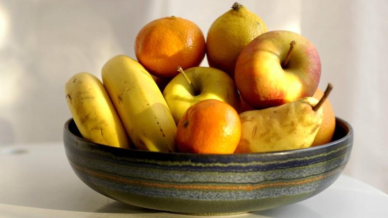 Auch wenn eine bunte Obstschale hübsch aussieht, sollten Sie Äpfel immer separat lagern.
