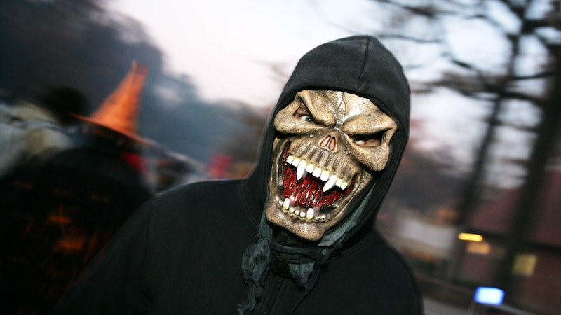 Halloween-Maske selber machen - Anleitung