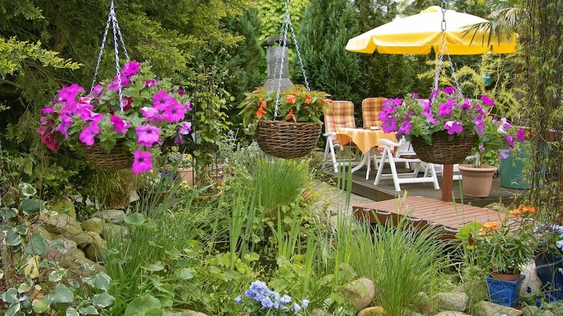 Sitzecke für den Garten selber bauen: Ideen und Tipps für das DIY-Projekt
