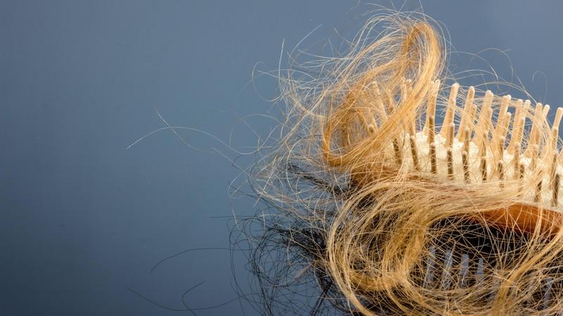 Haarausfall im Herbst: Wie lange er dauert und was Sie dagegen tun können
