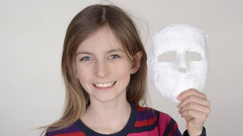 Möchten Sie Ihre Halloween Maske selber machen, bildet Gips eine gute Grundlage.