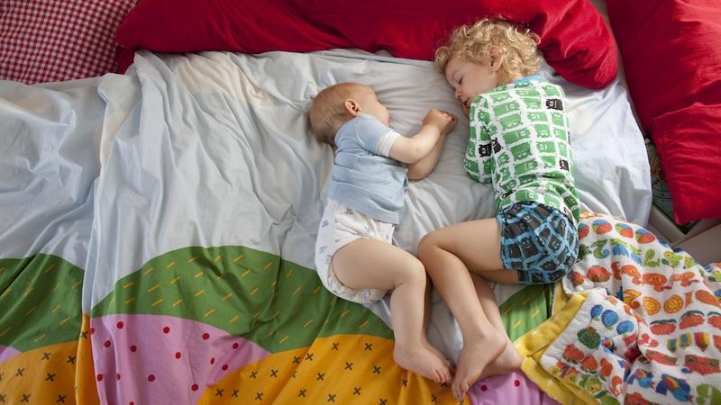 Baby im Familienbett: Das sollten Sie wissen