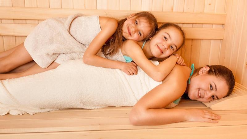 Sauna für Kinder: Ab wann Sie Ihre Kleinen mit in die Sauna nehmen dürfen