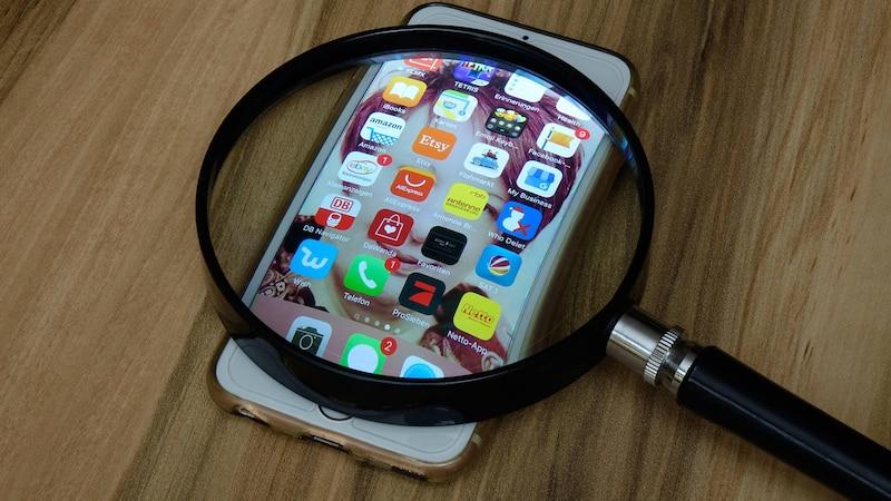 Das Smartphone kann mittels Apps auch als Lupe verwendet werden