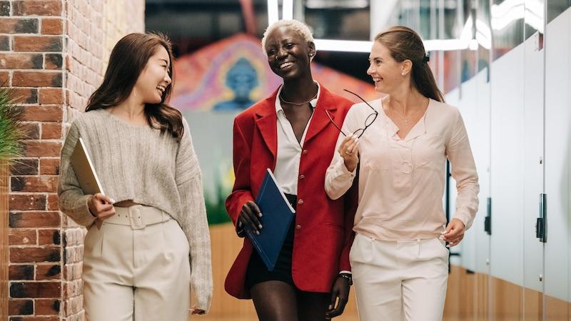 Berufe mit Menschenkontakt: Beliebte Jobs für Extrovertierte