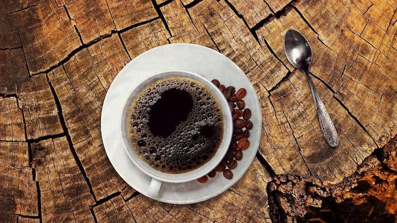 Laut einer Studie kann Kaffee dick machen, da das Koffein die Wahrnehmung von Zucker verändert.