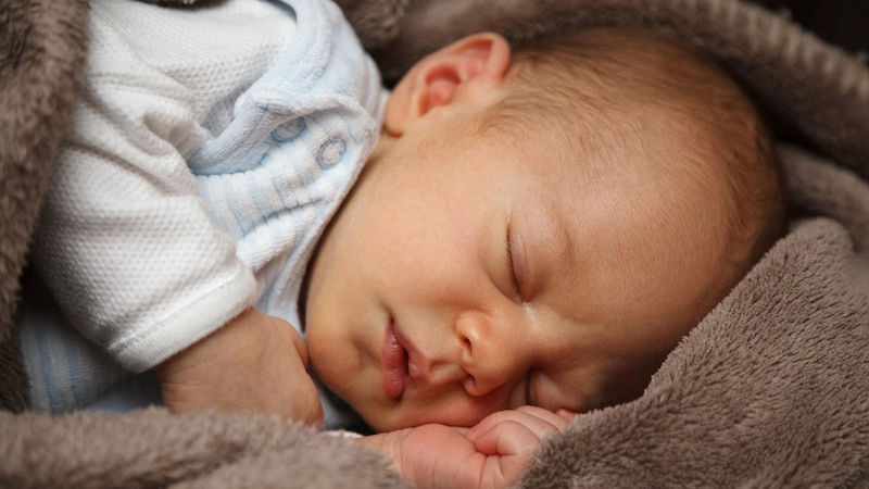 Die Ferber Methode soll Babys beim Ein- und Durchschlafen helfen, ist allerdings umstritten.