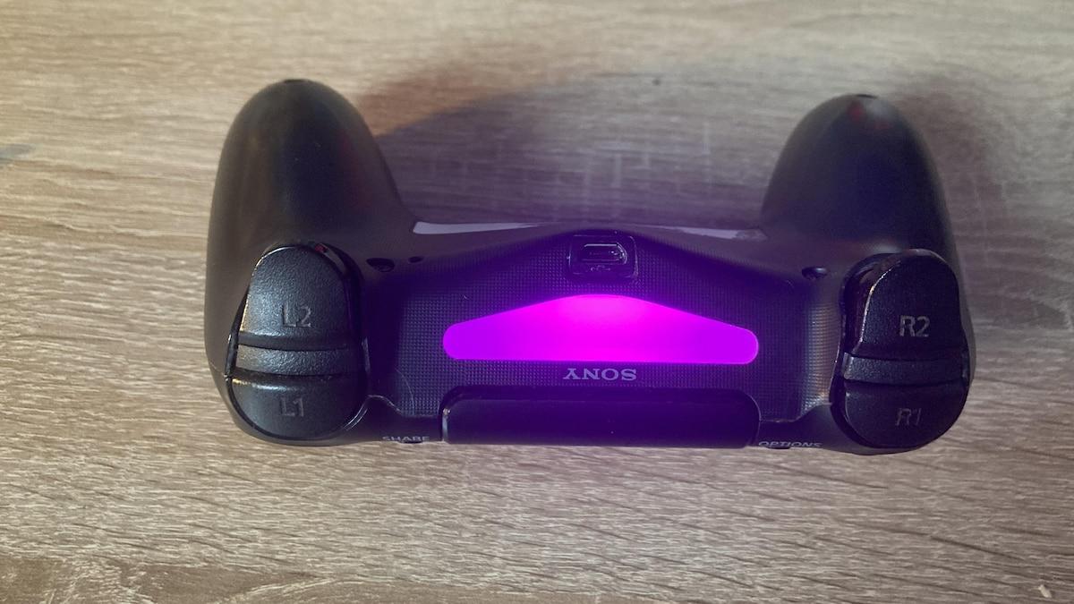 Die Farbe pink ist die letzte Möglichkeit. Um die Leiste so leuchten zu lassen, brauchen Sie Ihr Hauptkonto und drei weitere Benutzer.