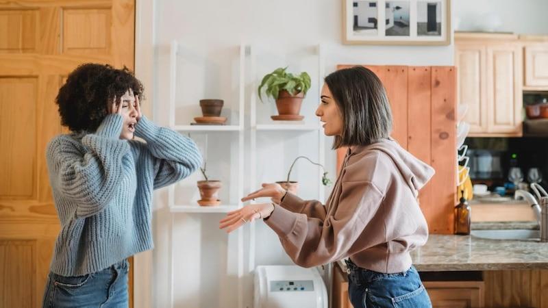 Respekt in der Beziehung bedeutet, dem anderen auch bei Streit vernünftig zuzuhören und offen für neue Perspektiven zu sein.