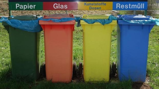 Für mehr Zero Waste in der Küche sollten Sie Müll, der sich nicht vermeiden lässt, gewissenhat trennen.