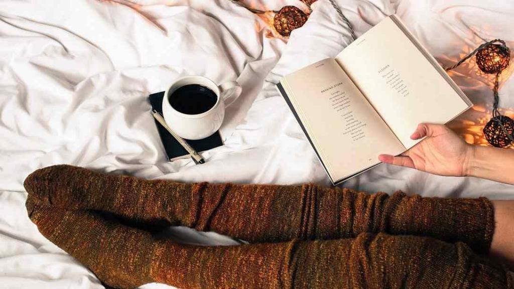 Socken im Bett (Foto: Pixabay)