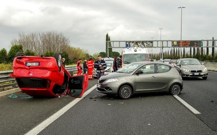 Strafen für Gaffer bei Autounfällen (Bild: Pixabay)